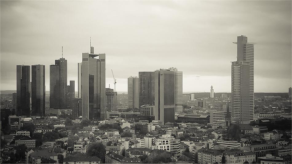 Aussicht auf die Skyline vom 29. Stockwerk des AfE Turms in Frankfurt